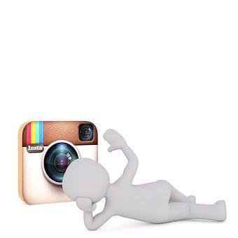 Instagram versus Twitter